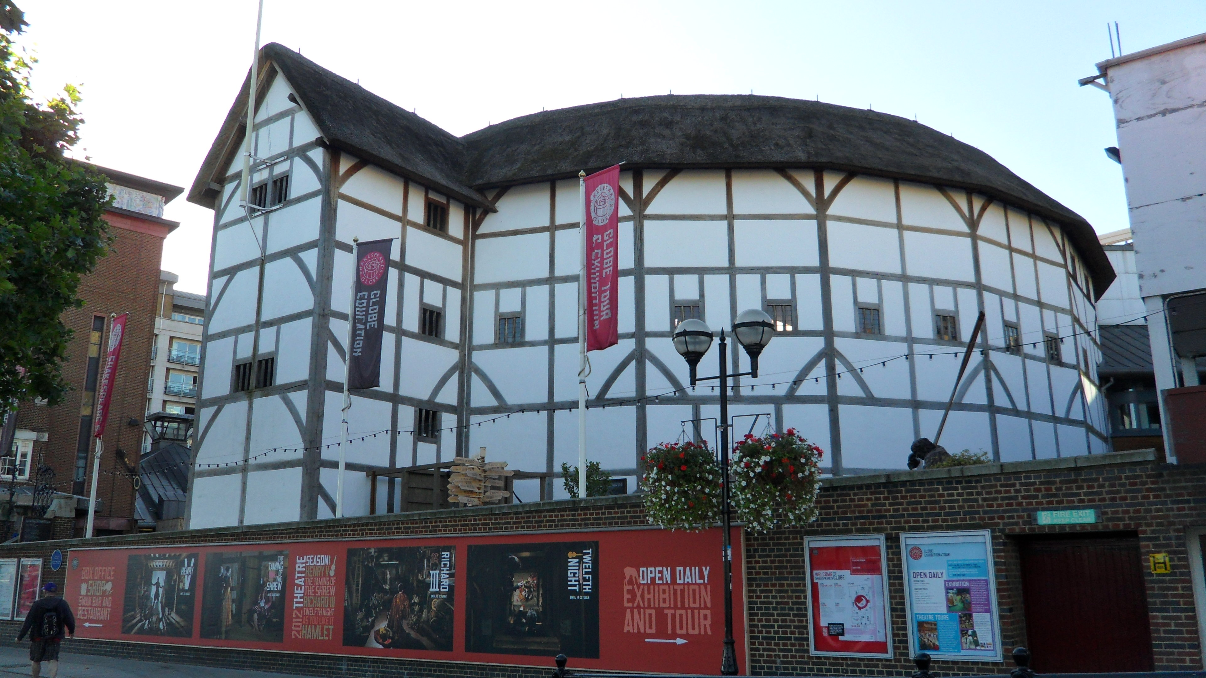 globe theatre research essay The globe theatre was an early english theater in london this theater has been renown all over the world because the works of playwright william shakespeare were originally performed there it is also well know because of the strange way it was built, destroyed and recreated throughout the years.