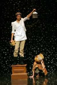 Students perform Pyramus and Thisbe during the 2009 Secondary Festival at the Folger