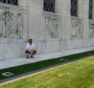 Alex Zywicki in front of the Folger. (Image: Alex Zywicki)