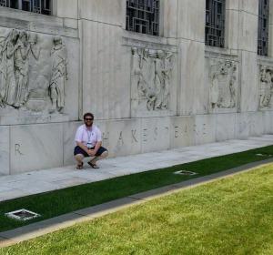 Alex Zywicki in front of the Folger. (Image: Alex Zywicki)